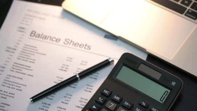 vidéos et rushes de investissement dans le financement des entreprises rapport financier - représentation féminine