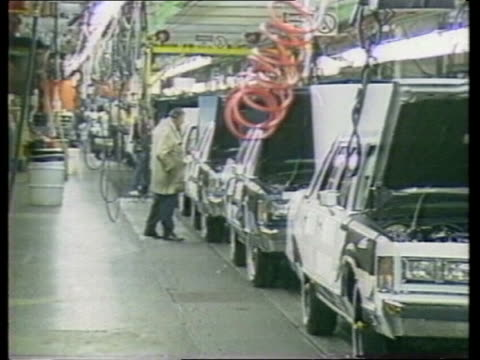 fordfiat merger talks usa detroit michigan ms ford production line pan rl workers at work bv black woman working on production line bv finished... - デトロイト点の映像素材/bロール