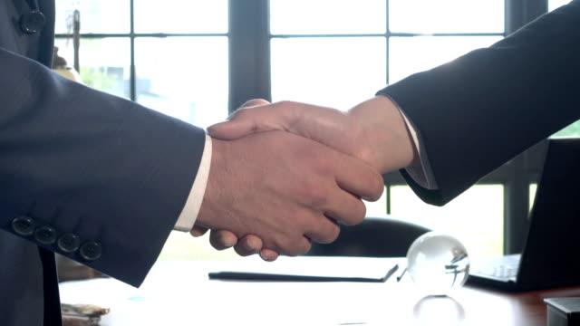 business handshake agreement - global leadership stock videos & royalty-free footage