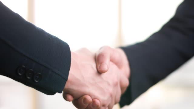 Business Handshake von zwei Männern