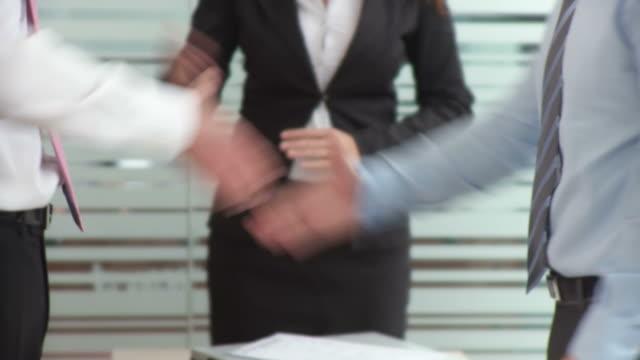 hd: business introduction - skjorta och slips bildbanksvideor och videomaterial från bakom kulisserna