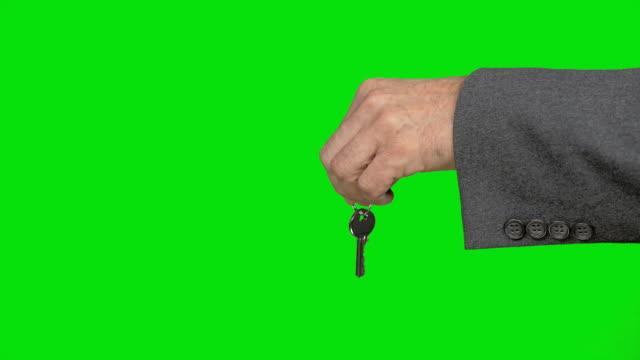verksamhet man presenterar nycklar för överföring - bärkasse bildbanksvideor och videomaterial från bakom kulisserna