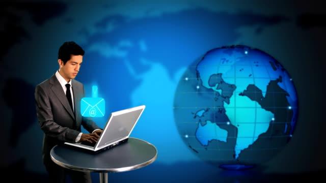 vídeos y material grabado en eventos de stock de hombre de negocios sendig correo electrónico - buzón postal