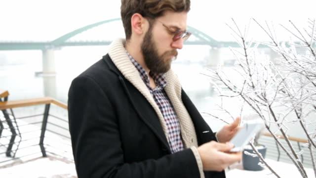 ビジネスの男性とスタイル - ウィンターコート点の映像素材/bロール