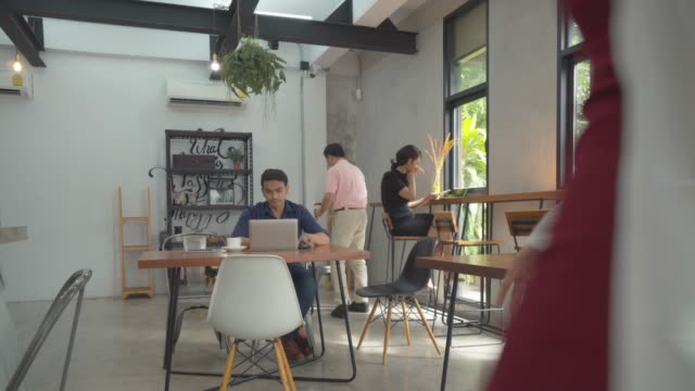 Business meeting in a cafe, Wide shot