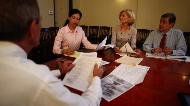 stockvideo's en b-roll-footage met ms business meeting / los angeles, ca, united states - overhemd en stropdas
