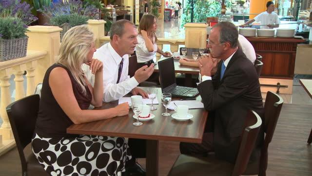 vídeos de stock e filmes b-roll de carrinho de hd: reunião de negócios - vestuário de trabalho formal