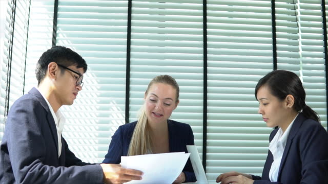 business meeting - staff meeting stock videos & royalty-free footage