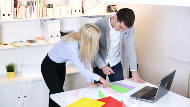 vídeos de stock, filmes e b-roll de reunião de negócios - vestuário de trabalho formal