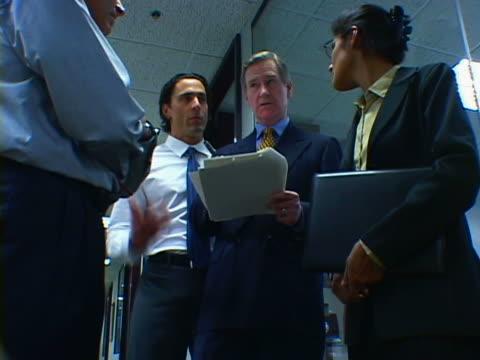 business meeting - hel kostym bildbanksvideor och videomaterial från bakom kulisserna