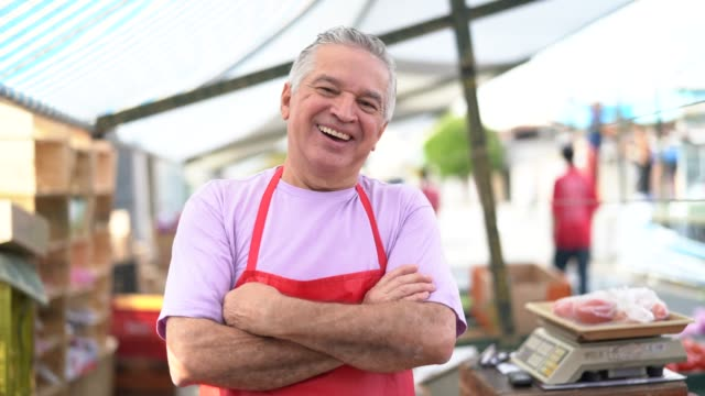business owner at farmer's market - bancarella video stock e b–roll