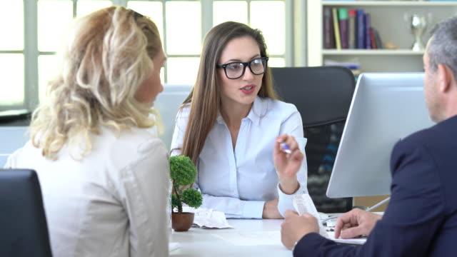 4k business people discussion advisor concept - assunzione video stock e b–roll