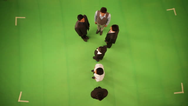 business people forming question mark - fragezeichen stock-videos und b-roll-filmmaterial