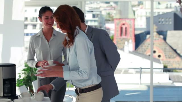 vídeos y material grabado en eventos de stock de business people in front of the coffee machine - colega