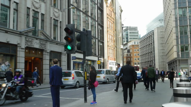 business people in london fenchurch street (uhd) - city of london stock videos & royalty-free footage