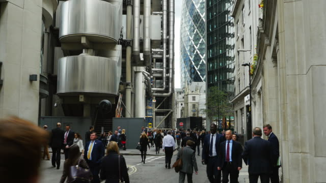 business people in london lime street (uhd) - city of london stock videos & royalty-free footage