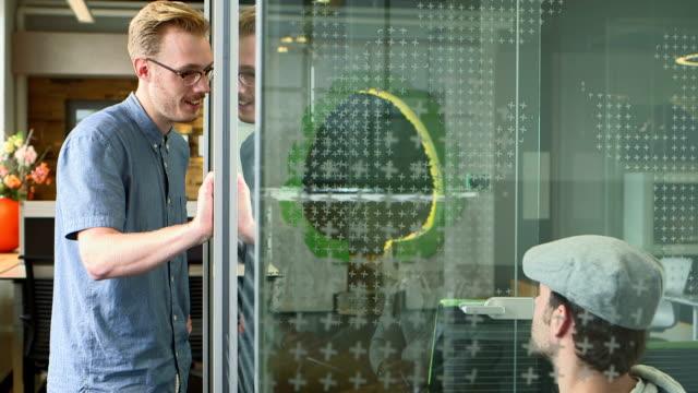business people meeting in office - korta ärmar bildbanksvideor och videomaterial från bakom kulisserna