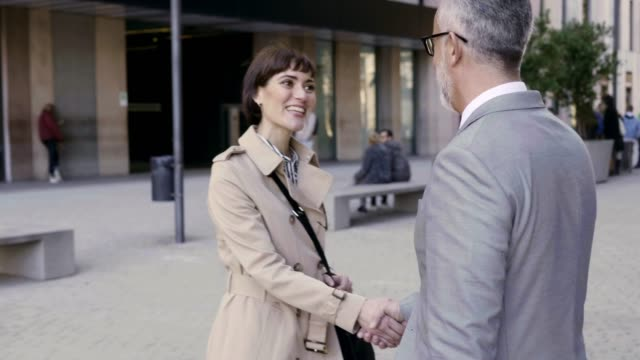 business people shaking hands on walkway in city - greeting stock videos & royalty-free footage
