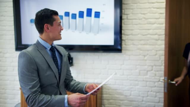 vídeos de stock, filmes e b-roll de business people - envolvimento dos funcionários