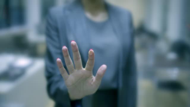 geschäftsleute hand berühren tablet-computer-bildschirm mit textfreiraum. shallow dof. - anwalt stock-videos und b-roll-filmmaterial