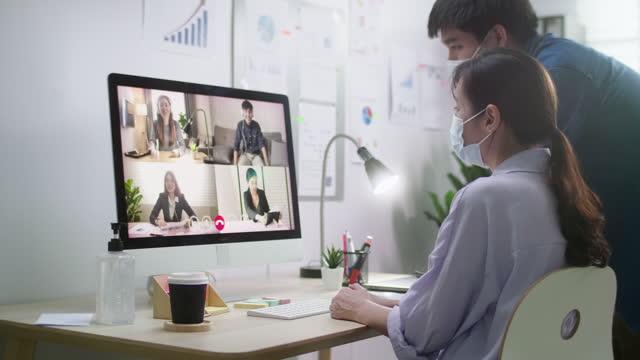 ビデオ会議ビジネスパーソングループを持つビジネスパーソン - 離れた点の映像素材/bロール