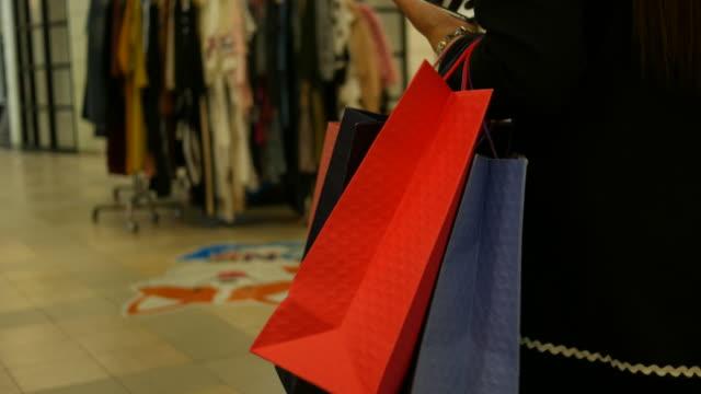 Geschäftsperson, Schwangere einkaufen, Smartphone-holding