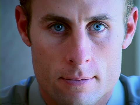 stockvideo's en b-roll-footage met business portrait - overhemd en stropdas
