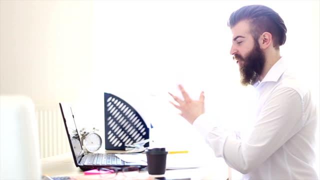 vidéos et rushes de problème d'affaires - bec