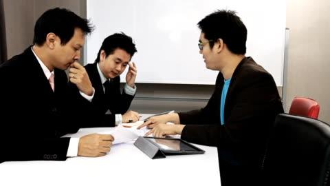 なビジネスミーティング - paperwork点の映像素材/bロール
