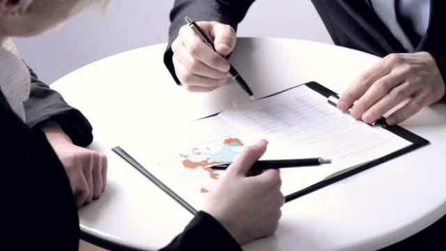 vídeos de stock, filmes e b-roll de estratégia de negócio - treinador