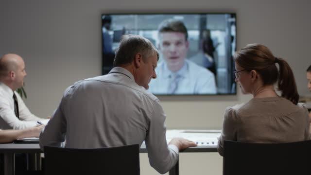 クライアントとの会議で ds 事業チーム - カンファレンス点の映像素材/bロール
