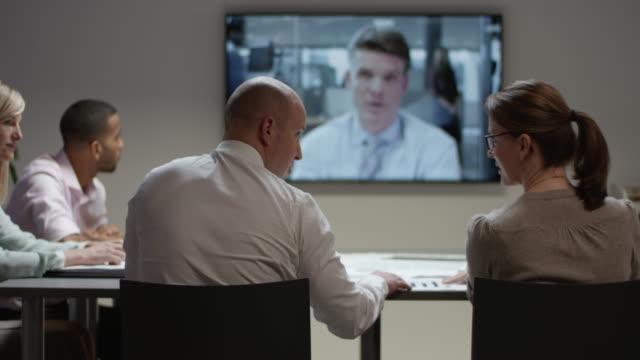 上司が会議で ds 事業チーム - 代表点の映像素材/bロール