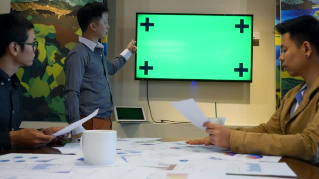 vídeos de stock e filmes b-roll de business team meeting,green screen - confiabilidade