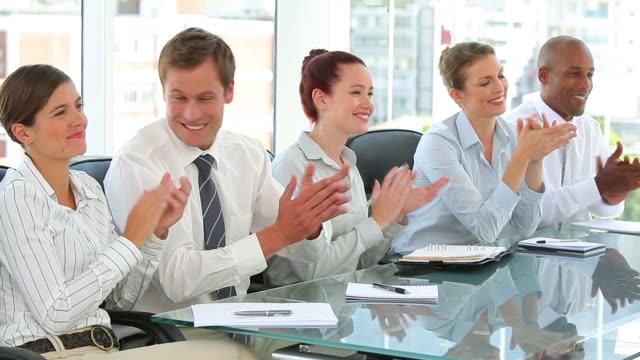 vídeos y material grabado en eventos de stock de business team taking notes in a meeting - camisa y corbata