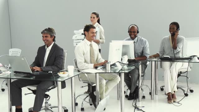 ms pan business team working in office, studio shot / cape town, western cape, south africa - skjorta och slips bildbanksvideor och videomaterial från bakom kulisserna