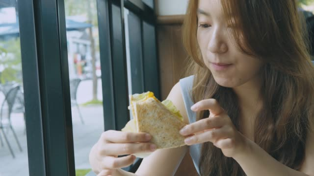 business woman eating bread for lunch - lunch break stock videos & royalty-free footage