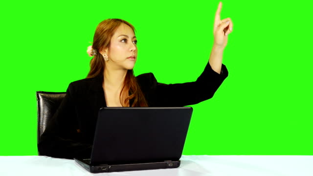 stockvideo's en b-roll-footage met business woman hand moving touchscreen gestures with green screen background - keyable