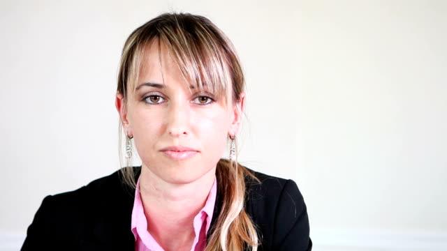 vídeos de stock e filmes b-roll de mulher de negócios de atendimento ao cliente e tomar notas - eastern european culture