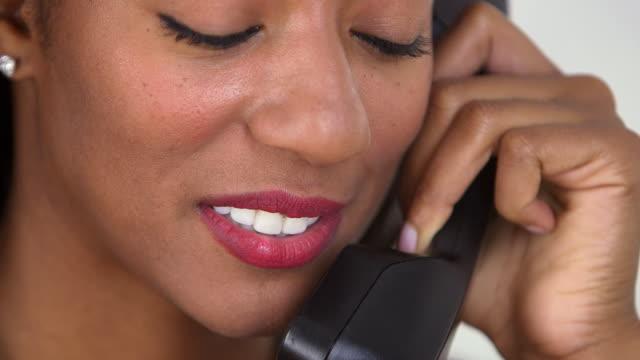 business woman making phone call - endast unga kvinnor bildbanksvideor och videomaterial från bakom kulisserna