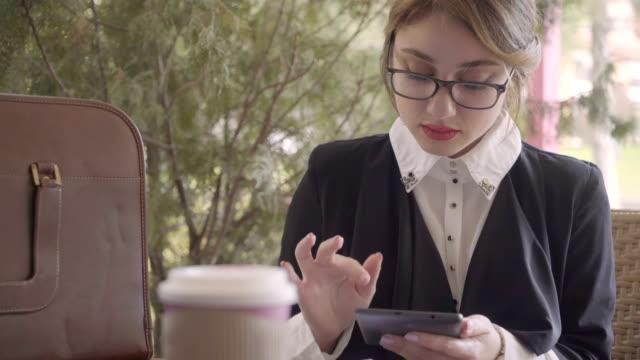business woman surfing the net on coffee break - lunch break stock videos & royalty-free footage