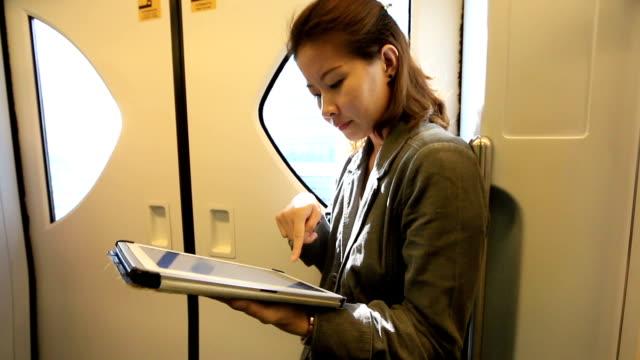 business woman using tablet computer in electric train - tjänstekvinna bildbanksvideor och videomaterial från bakom kulisserna