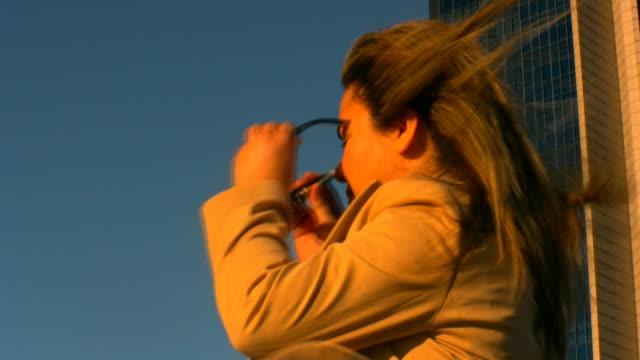business frau - kompletter anzug stock-videos und b-roll-filmmaterial