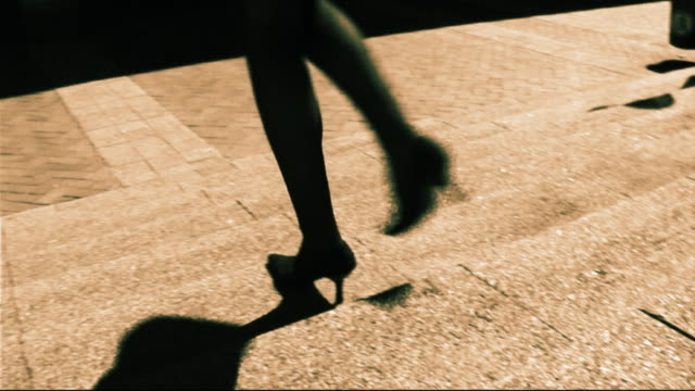 stockvideo's en b-roll-footage met business woman walking to meeting - one mid adult woman only