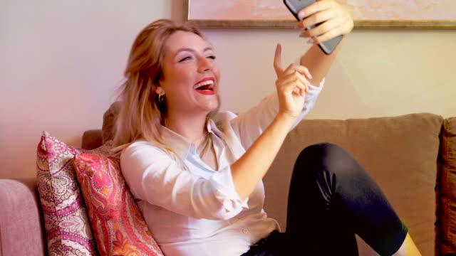 vídeos de stock, filmes e b-roll de 4k business women consept. - trabalhadora de colarinho branco