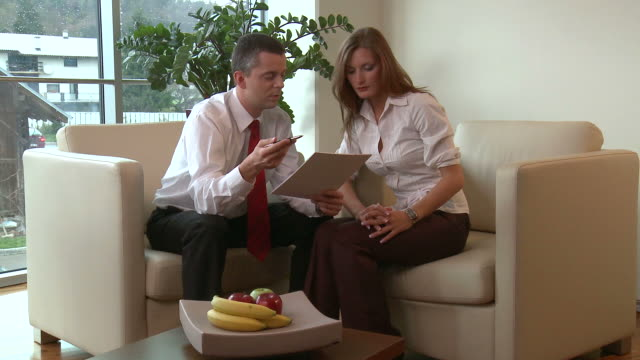hd dolly: business work - skjorta och slips bildbanksvideor och videomaterial från bakom kulisserna