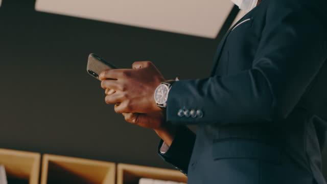 vidéos et rushes de les entreprises font tellement mieux quand vous les prenez en ligne - bring your own device