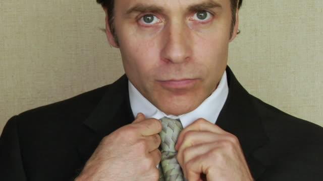 cu, businessman adjusting tie - adjusting stock videos & royalty-free footage