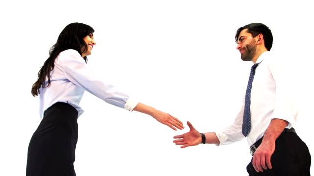 stockvideo's en b-roll-footage met businessman and businesswoman shaking hands - overhemd en stropdas