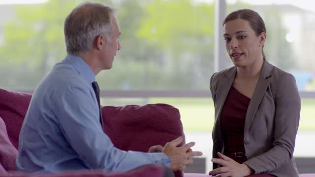 stockvideo's en b-roll-footage met mls   businessman and woman talking on sofa - overhemd en stropdas