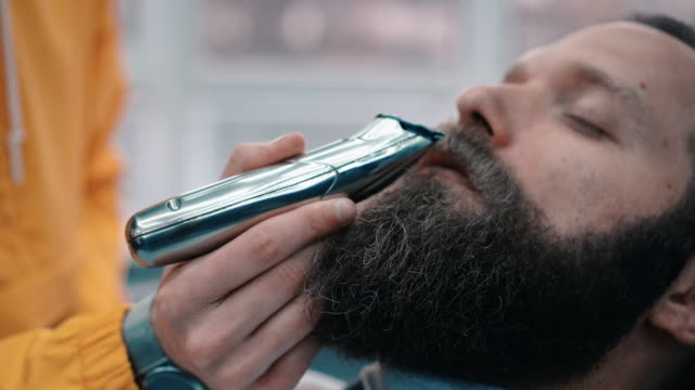 businessman at the barber shop - electric razor stock videos & royalty-free footage